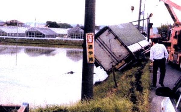 トラック漏洩油事故