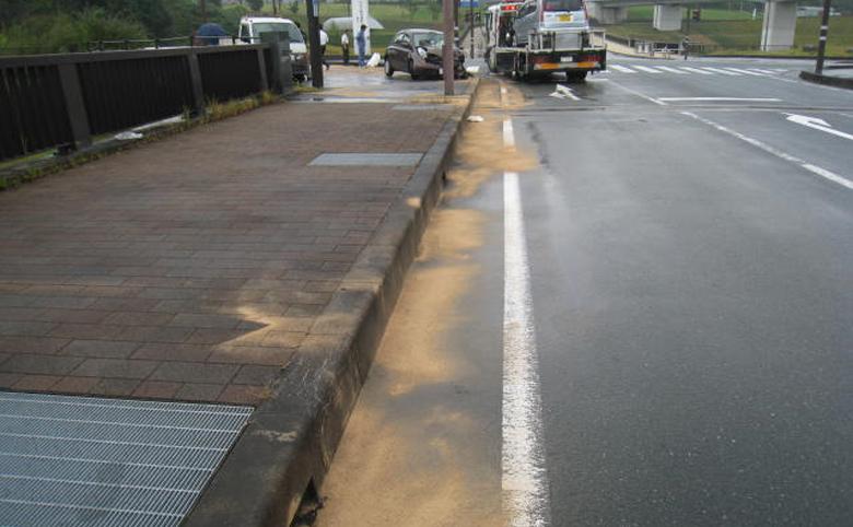 油吸着-交通事故