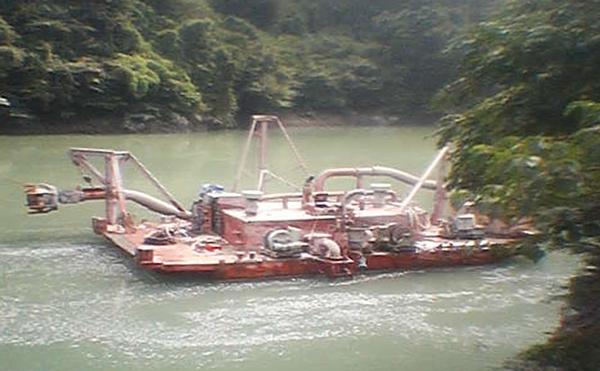 砂利採掘船