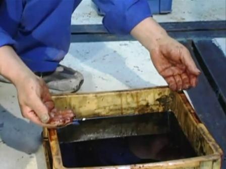 手の油汚れ